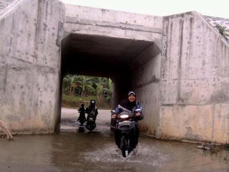 Genangan air menyebabkan underpass Hargomulyo Kokap rawan kecelakaan
